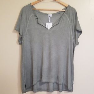 NWT Cable & Gauge Sage Green Tee